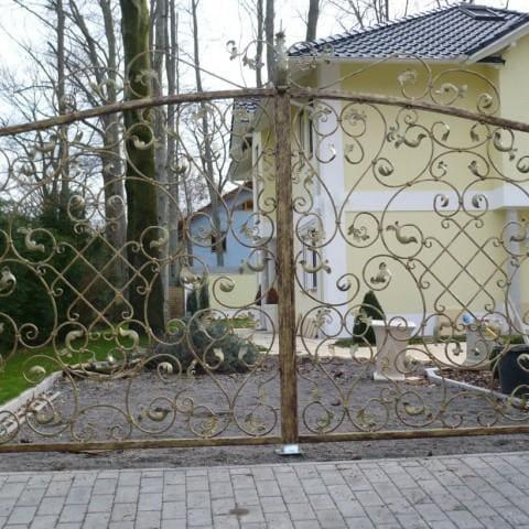 artystyczna brama kuta