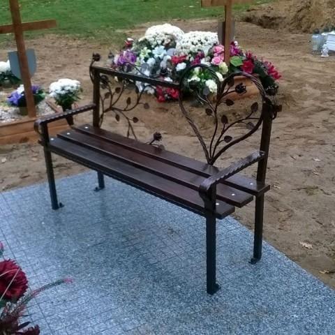 kuta ławka na cmentarzu krosno