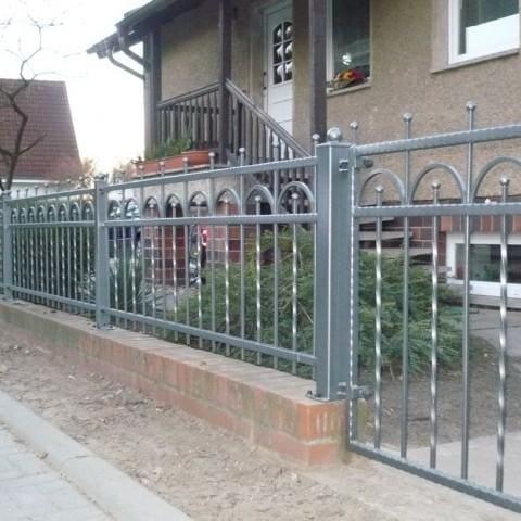 minimalistyczne ogrodzenie kute