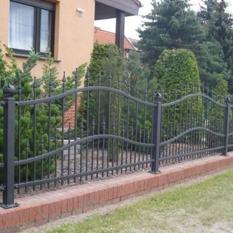 czarne metalowe ogrodzenie gubin