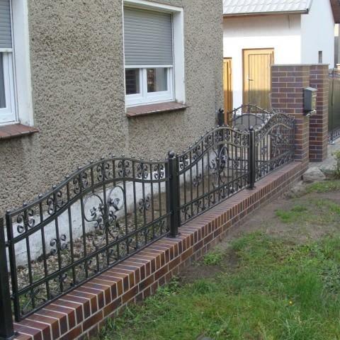 artystyczne metalowe ogrodzenie