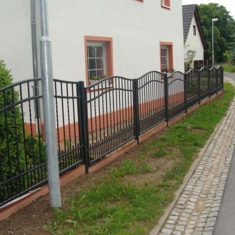 metalowe ogrodzenie domu jednorodzinnego