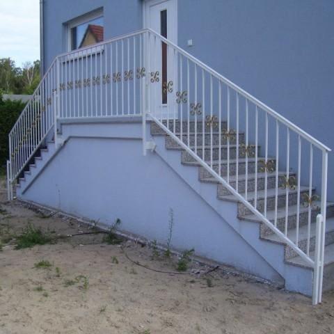 biała balustrada kuta