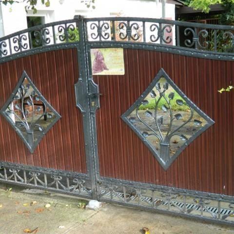 brama skrzydłowa ozdobna