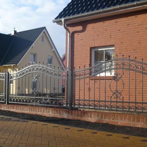 czarne metalowe ogrodzenie lubsko
