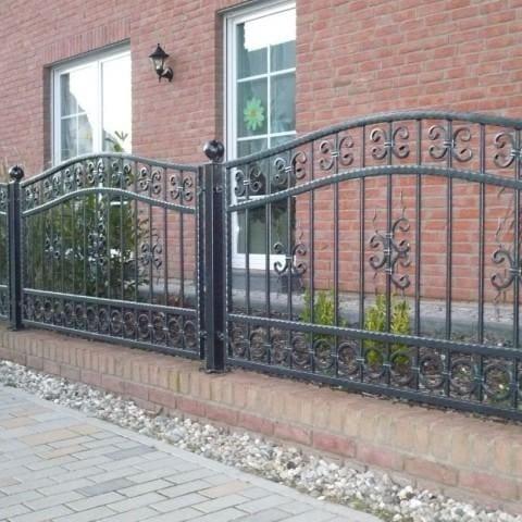 czarne kute ogrodzenie lubsko