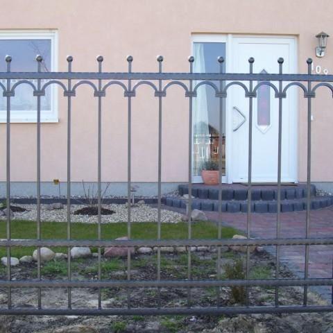eleganckie ogrodzenie kute