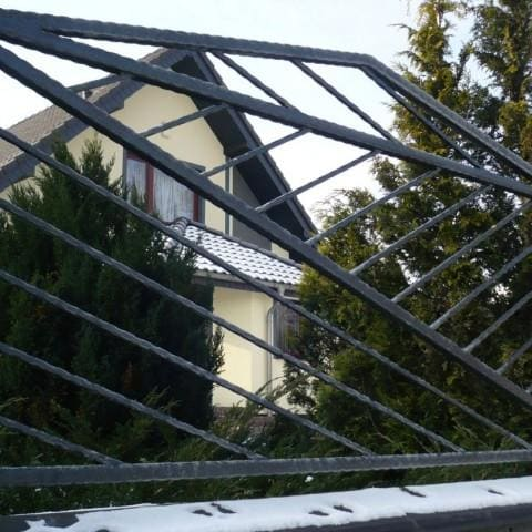 nowoczesne ogrodzenie metalowe